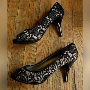 Guess Cream Black Stilettos Heels Textured